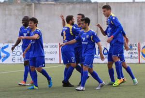 Los jugadores del Formentera celebran un gol (Foto: futbolbalear.es)