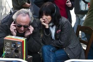 Judit Colell (derecha) y Jordi Cadena durante el rodaje de una película.