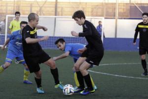 Pau trata de sortear a varios contrarios (Fotos. deportesmenorca.com)