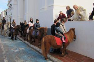 Imagen de una bendición de animales por Sant Antoni en Sant Lluís.