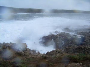 El mar, muy revuelto en el litoral menorquín. FOTO.- Archivo