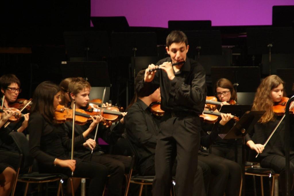 Alumnos del Conservatori de Música de Menorca en concierto.