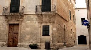 Edificio de Can Saura, en el centro de Ciutadella.