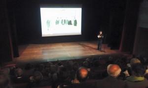 El estreno del vídeo tuvo lugar en la sala Albert Camus de Sant Lluís. Foto: Antoni Juaneda.
