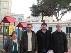 Moll, Pons , Tur y Roqueta, delante del local de la asociación de vecinos de la plaza Ibiza. FOTO.- PSOE