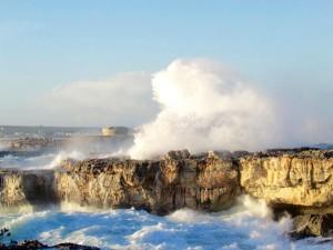 La fuerza del viento dejó imágenes espectaculares en Ciutadella, como ésta reporducida por RTVE Balears FOTO.- Lali
