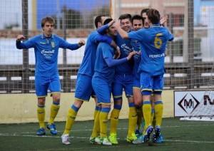 Los jugadores del Penya celebran un gol de Marc (Foto: Tolo Mercadal)