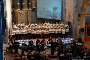 La Escolania de Ciutadella en un concierto con la OCIM.