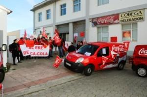 Trabajadores de Coca-Cola en Menorca, protestando el año pasado por el ERE.