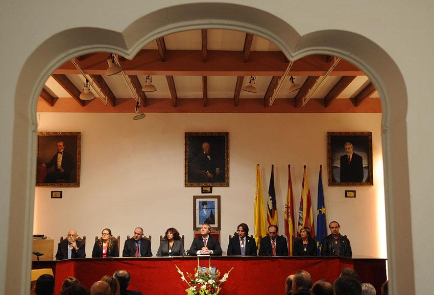 acto institucional en el ayuntamiento de la fundacion del municipio de es castell