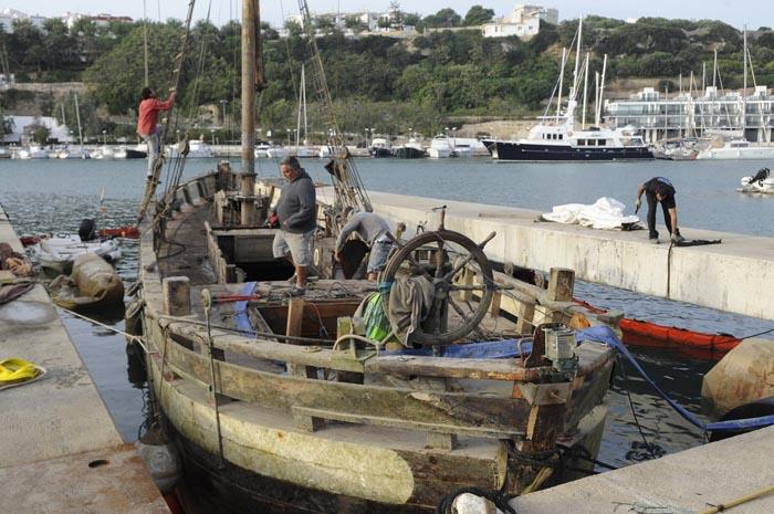 velero noruego toftevaag hundido y reflotado en el puerto de mao