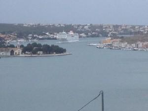 El buque de Acciona salió anoche a las 23 horas de Valencia.