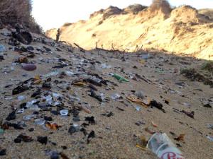 Imagen de la playa de Tirant con los cristales (Foto: Entesa)