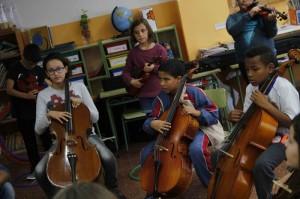 Alumnos del CEIP Antoni Juan Alemany de Maó que participan en el proyecto 'Cuatro Cuerdas'. Foto: JJMM-Maó.