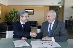 Bonilla y Alejandre, muy satisfechos en la firma del acuerdo.
