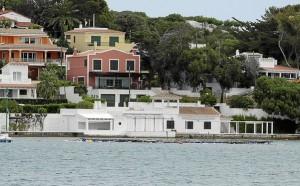 Las casas esperan un destino desde su reversión al patrimonio público. FOTO.- APB