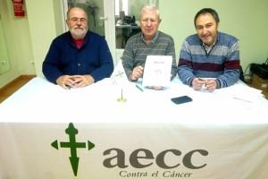Josep Mercadal, Josep Pons Pascuchi (presidente de la AECC) y Lluís Sintes, en la presentación del proyecto del 'Miserere' en Maó.