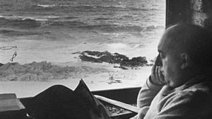 Pablo Neruda en su casa de Isla Negra (Chile).