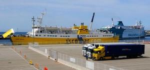 Barcos en el puerto exterior de Ciutadella (Foto: Tolo Mercadal)