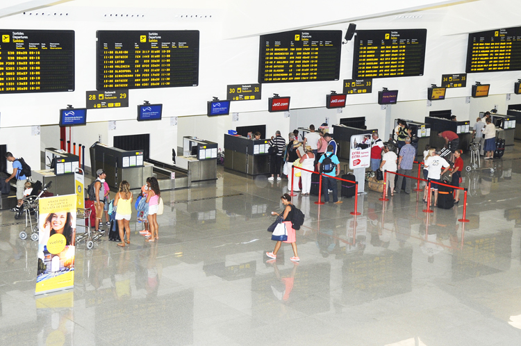 mostradores de facturacion en el aeropuerto