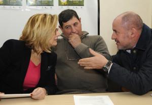 La alcaldesa de Alaior Misericordia Sugrañes con los responsables de la asociación frisona balear.