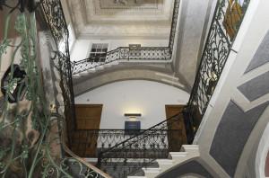 Vista de la escalera, uno de los elementos destacados del inmueble. FOTO. Tolo Mercadal