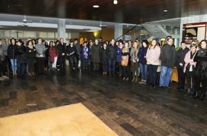 La Corporación insular y los trabajadores se han  concentrado en el vestíbulo del Consell. FOTO.- Tolo Mercadal