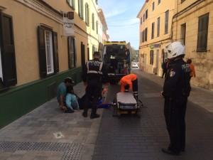 Efectivos policiales y sanitarios en el lugar del incidente. FOTO.- Tolo Mercadal