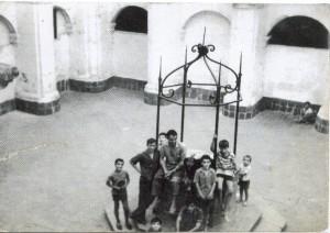 El claustro del convento cuando era la Casa de la Misericòrdia. Colección Fina Fernández.
