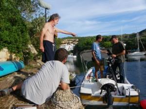 Fernando Colomo dirigiendo al equipo de 'Isla bonita' en Menorca. Foto: I.B.F.C.