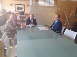 Reunión entre Eduard Sokolov y Luis Alejandre para negociar la reposición del monumento ruso.
