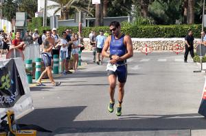 Paco Arnau, en el triatlón de Punta Prima (Foto: deportesmenorca.com)
