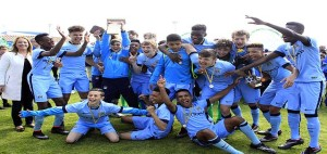 os jugadores del Manchester City celebran el triunfo (Fotos: deportesmenorca.com)