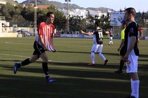 Berto celebra el gol del empate (Fotos: deportesmenorca.com)