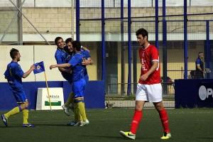 Celebración de Zurbano y camisetas en apoyo a Chupi, lesionado (Fotos: deportesmenorca.com)