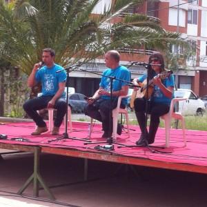 Momento de una de las actuaciones de algunos de los glosadores menorquines en las Terres de l'Ebre. Foto: Immaculada Tubau.