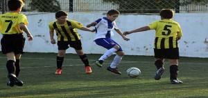 Partido entre el Sant Lluís y el Espanyol (Fotos: deportesmenorca.com)