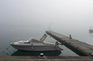 Niebla en el puerto esta mañana (Foto: J. Torres)