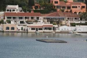 Batea de marisco en el puerto de Maó. FOTO.- Archivo