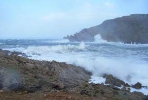 Imagen captada en Fornells durante uno de los temporales que han azotado Menorca este invierno.