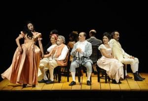 Diez actores sobre el escenario para conquistar con una historia de amor apasionado.
