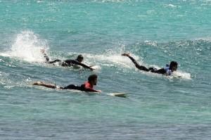 Espectaculares imágenes de surfistas y windsurfistas en Punta Prima (Fotos: Tolo Mercadal)