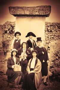 Foto de la Escola d'Art Dramàtic de Menorca, promocional de 'El dilema de les taules'.