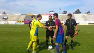 José, en el saludo de capitanes (Fotos. futbolbalear.es)
