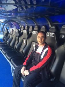 Martínez, en el banquillo del Bernabéu antes del Real Madrid-Granada.