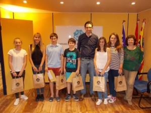 Ganadores y finalistas del certamen, en la sede del Consell en Ciutadella. Foto: CIMe.