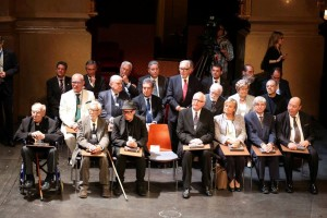 Ramon Coll (segundo por la derecha de la primera fila) junto a los demás premiados con la Creu de Sant Jordi. Foto: Generalitat de Catalunya.
