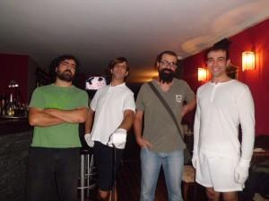 Participantes en la obra 'Funny Game?' de Toni Gener (segundo por la derecha), y con Rodo Gener (izquierda) como director. Foto: T.G.F.