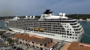 El barco de 196 metros de eslora alberga 165 alojamientos.Fotos: Jaume Fiol