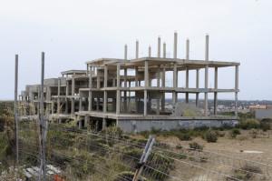 Imagen del complejo a medio construir en s'Altra Banda del puerto de Mahón. (Fotos: Tolo Mercadal)